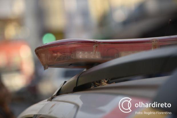 Piloto de moto bate contra carreta em rodovia, é socorrido e morre em hospital