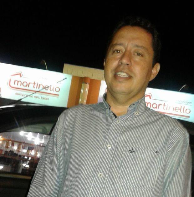 Ex-prefeito bate Ecosport em poste e morre na avenida Miguel Sutil