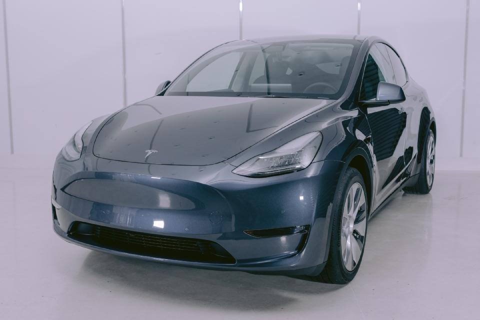 Concessionária traz modelos da marca Tesla para a capital mato-grossense