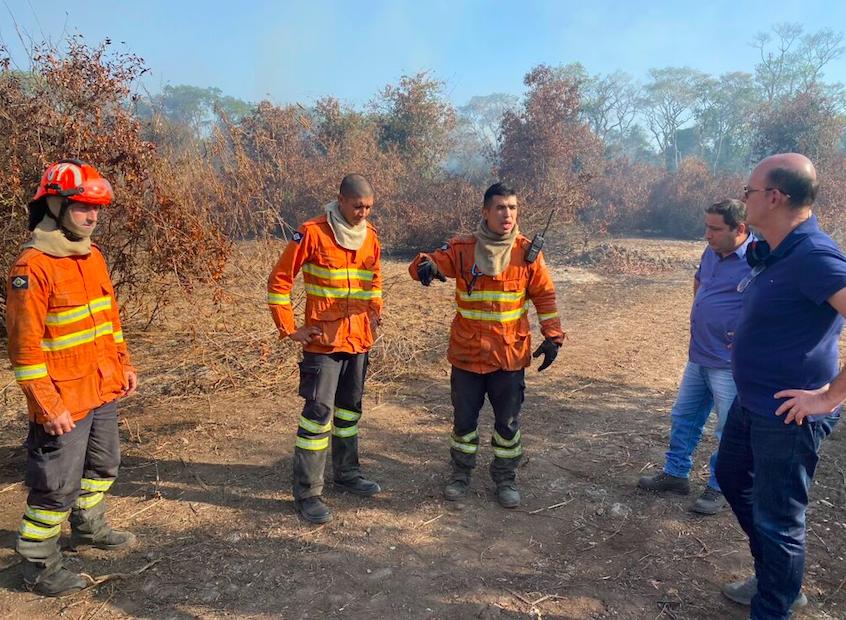 Deputados visitam pontos de incêndio e Avallone lembra importância de poços artesianos