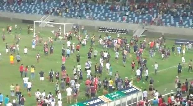 Após briga, organização suspende equipes do Peladão e prêmio será usado para pagar danos na Arena;  vídeos