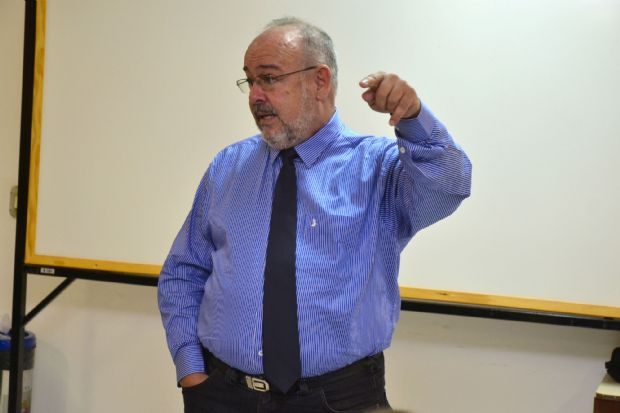 Professor Sérgio Cintra possui quase quatro décadas de experiência, em sala de aula