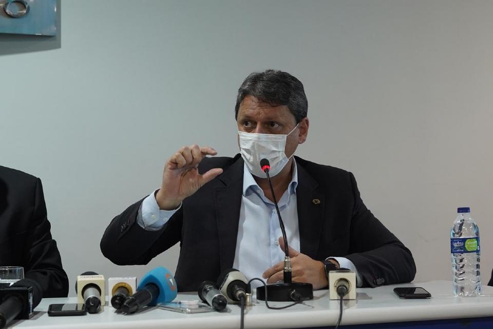 Tarcísio critica entraves ambientais para liberação da Ferrogrão e defende implantação de trilhos ao invés de rodovias