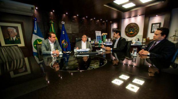 Taques se reúne com presidente em exercício do TCE para pedir união entre os Poderes