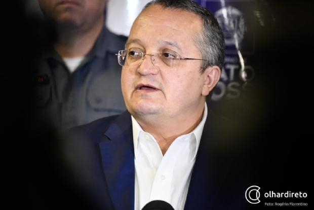 Após pedidos à Justiça contra postagens, Taques garante que não será calado