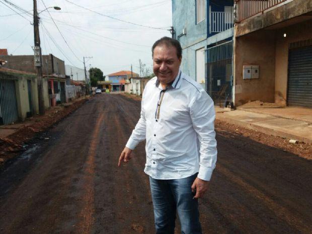 Toninho de Souza visitou as obras de asfalto no  Jardim 1º de Março