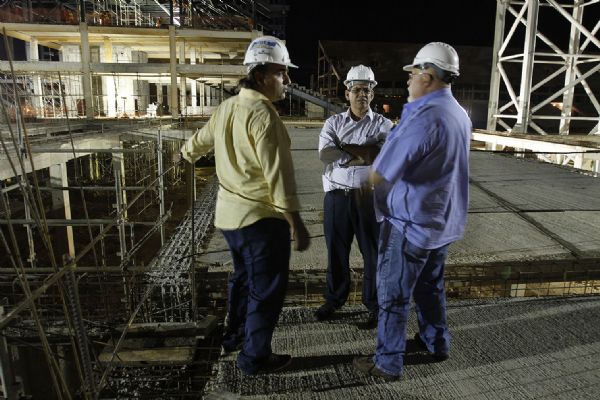 Terceiro turno � implantado nas obras do VLT e da Arena Pantanal