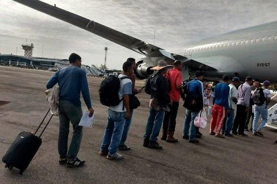 Fugindo da fome, 24 venezuelanos desembarcam em Cuiabá
