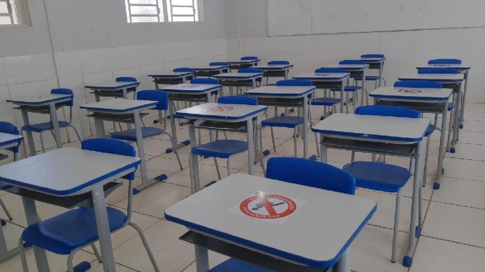 Revezamento, distanciamento e áreas comuns; veja como funcionará retorno às aulas em MT