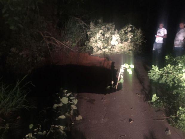 Chuva abre cratera em rodovia estadual e Sinfra promete resolução rápida;  veja