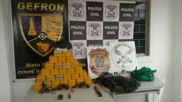Três traficantes com 64 kg de pasta base trocam tiros com a polícia e morrem