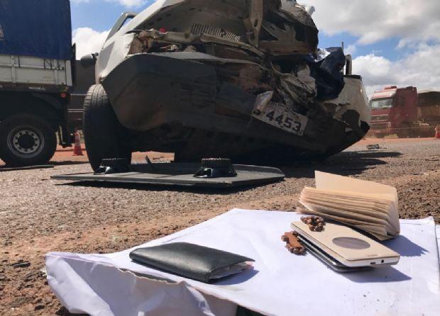 Casal morre em colisão entre carreta e Fiat Uno na 'Rodovia dos Imigrantes';  fotos e vídeos
