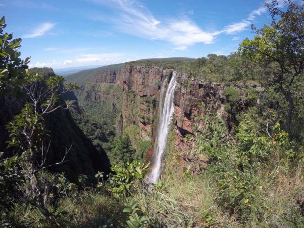 Cachoeira do Jatobá, localizada no parque, é a maior de MT