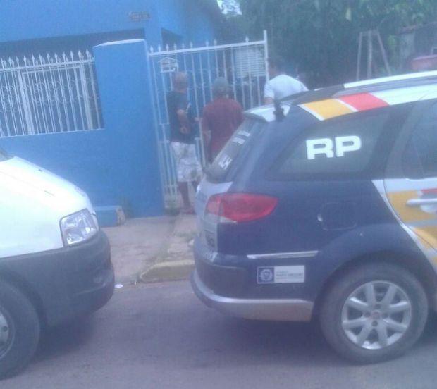 Homem é morto por irmão com facada no peito após discussão em Cuiabá
