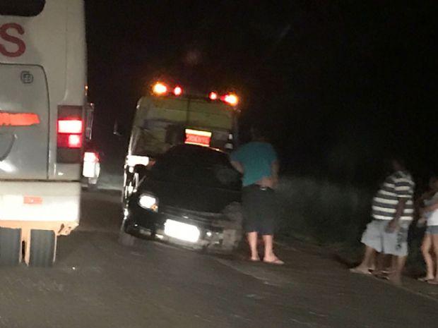 Acidente entre Gol e Ford Ka deixa dois feridos na BR-364; um ficou preso entre as ferragens