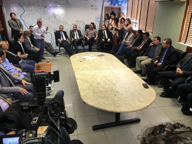 Prefeito faz reunião de emergência com vereadores e promete defender suplementação no TCE, MP e Justiça