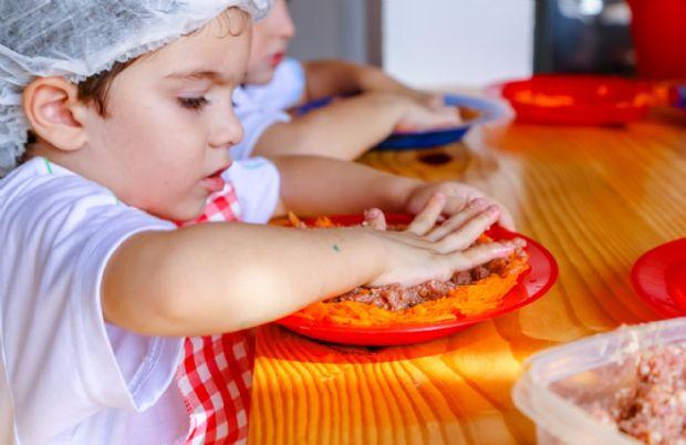 Culinária efetiva o aprendizado e pode estimular as crianças a experimentarem novos sabores