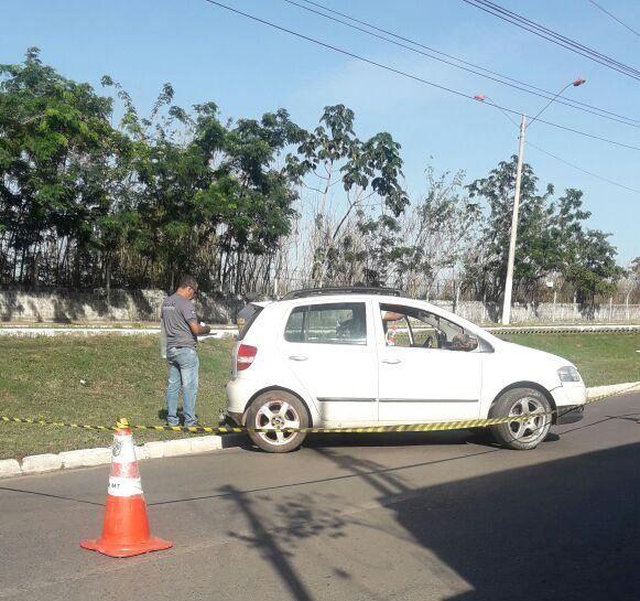 Corpo de homem é encontrado ensanguentado dentro de carro em avenida de Várzea Grande