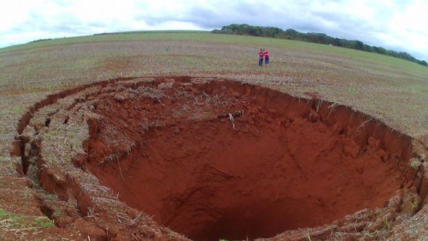 Foto de cratera supostamente causada por meteorito em MT é de dolina em Minas Gerais;  entenda