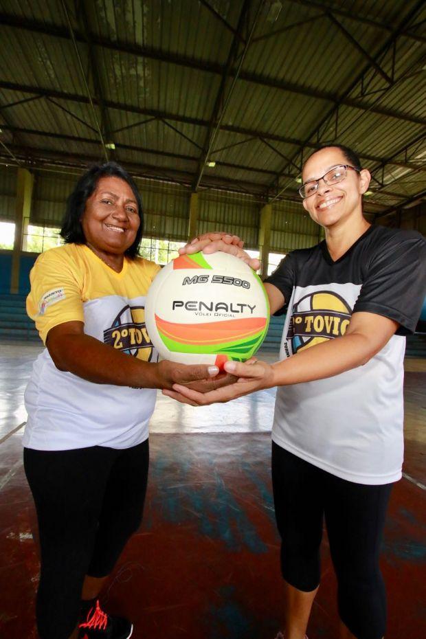 Torneio de vôlei promove atividade física a idosos de bairros na capital