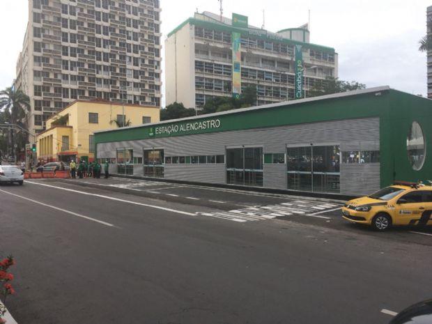 Prefeito inaugura ponto de ônibus com ar condicionado e wi-fi e diz que redefine transporte coletivo em Cuiabá