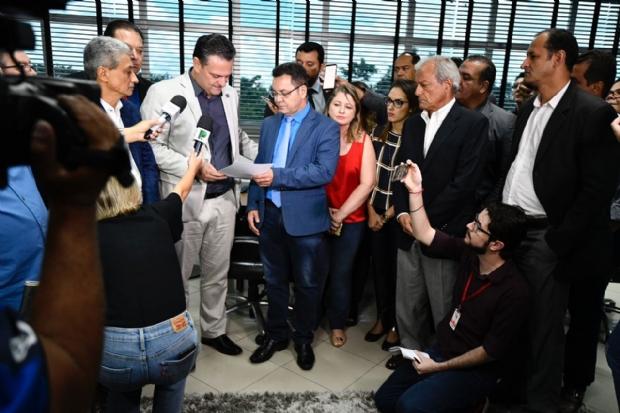 Não poderia ser candidato e receber salário de R$ 20 mil, justifica Fávaro sobre renúncia;  veja vídeo