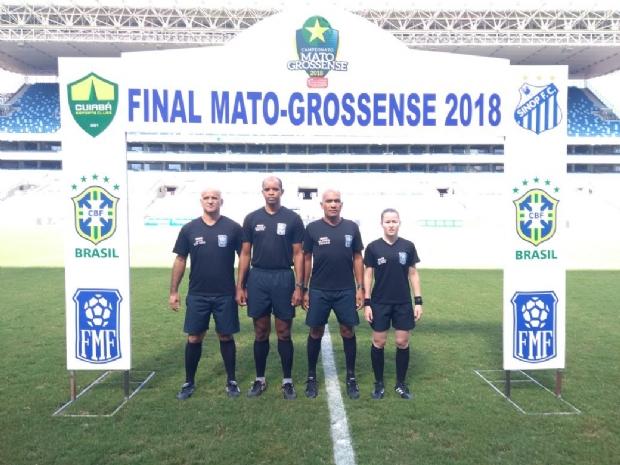 O sargento Marcelo Alves dos Santos é o mais alto na foto
