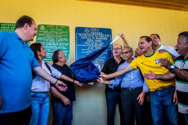 Reinauguração da Salgadeira tem abraço de Taques e Júlio, pedido de traição e 'bolo' de Dória