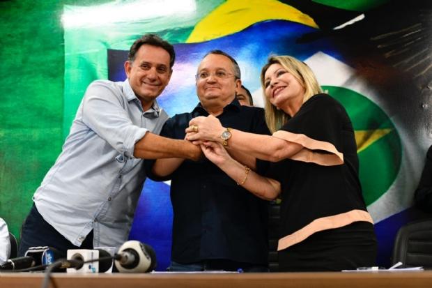 """Leitão pede campanha de Taques com """"retrovisor quebrado"""" e olhando para a frente"""