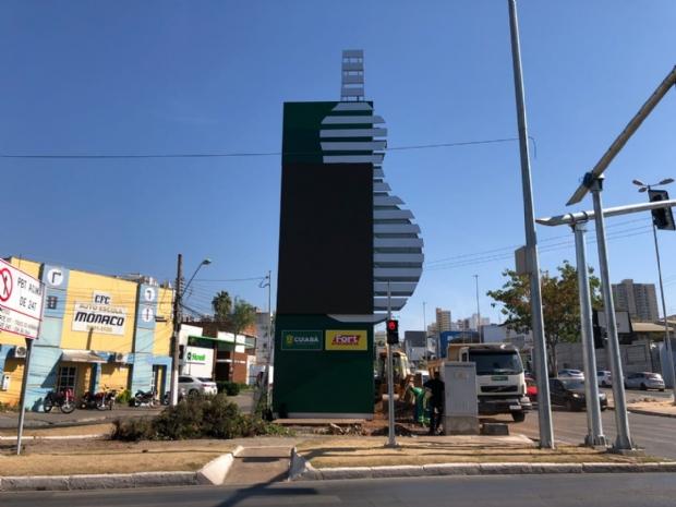 Com investimento de R$ 700 mil, relógio dos 300 anos na Av. Mato Grosso é concluído