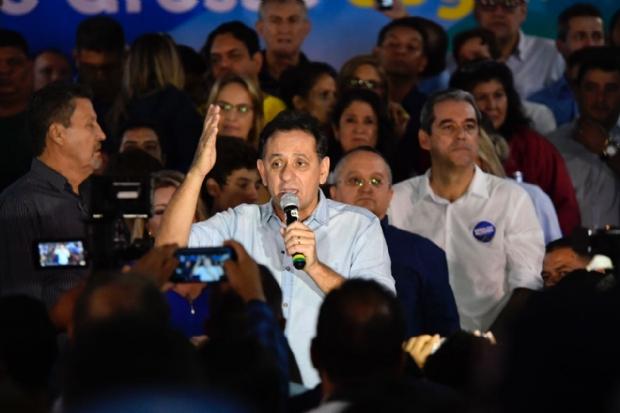 """Leitão compara crise atual com passado """"pop star"""" de Taques e garante ficar até fim"""