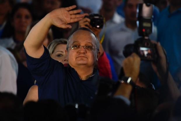 """Após perder aliados, Taques promete mostrar que na política """"menos é mais"""""""