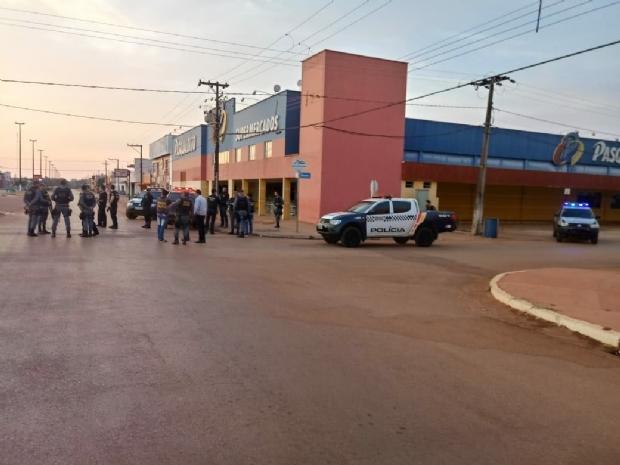 Cerco policial em agência do Banco do Brasil já dura mais de oito horas; sete são procurados