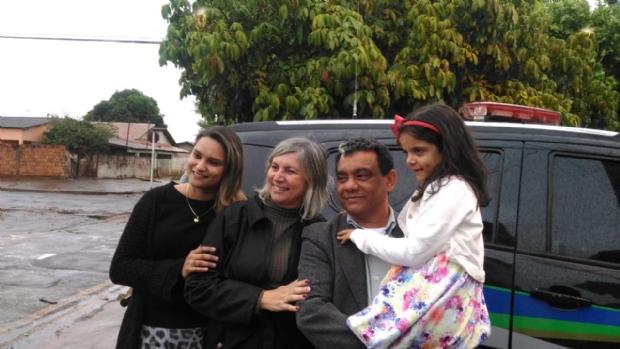 Imagem encaminhada pelo pai ao Olhar Direto mostra a família reunida novamente