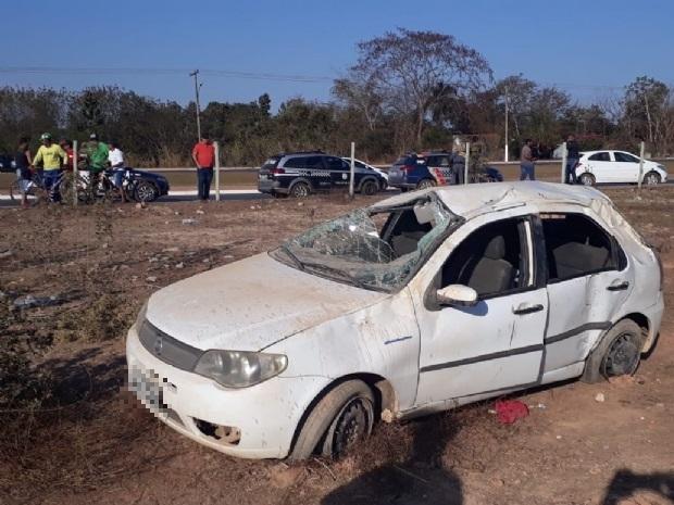 Ladrões capotam carro roubado e abandonam comparsa ferido na Estrada da Guarita