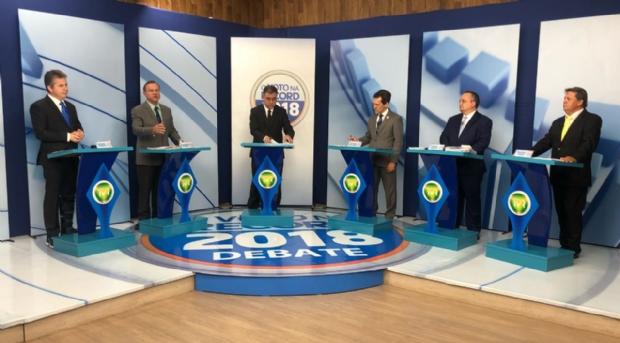 Entenda a estratégia de cada candidato no primeiro debate ao governo de MT;   bastidores, troca de farpas e provocações