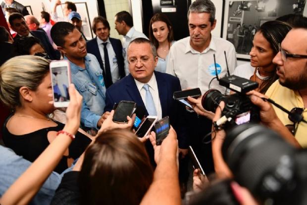 Taques vê debate positivo, mas critica Mauro por não responder sobre redução em secretarias