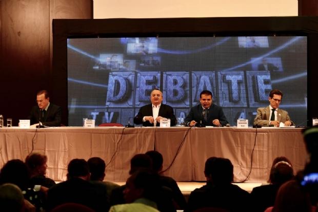 Mauro Mendes e Moisés Franz faltaram ao debate