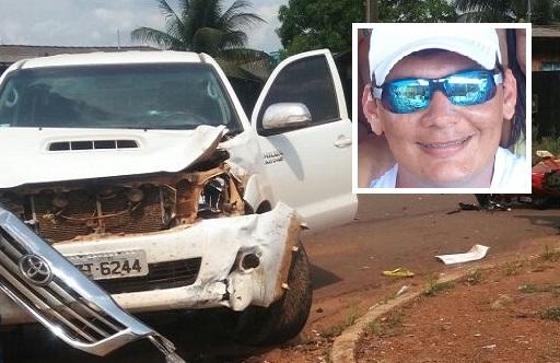 Empresário morre em colisão entre motocicleta e Hillux