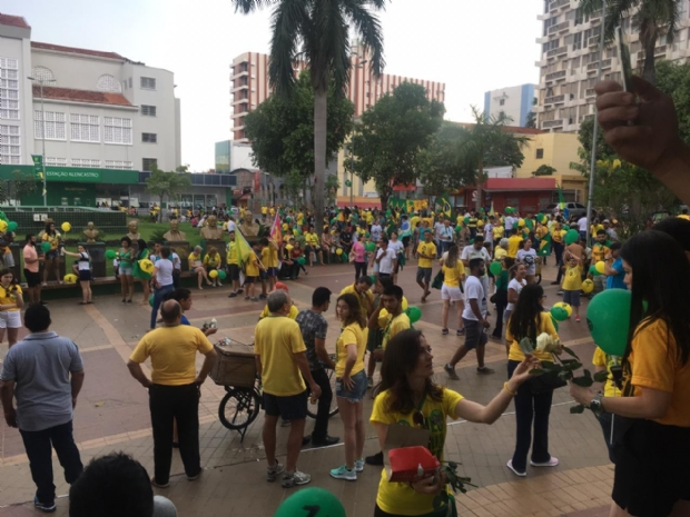 Um dia antes das eleições, apoiadores de Bolsonaro  vão às ruas em Cuiabá