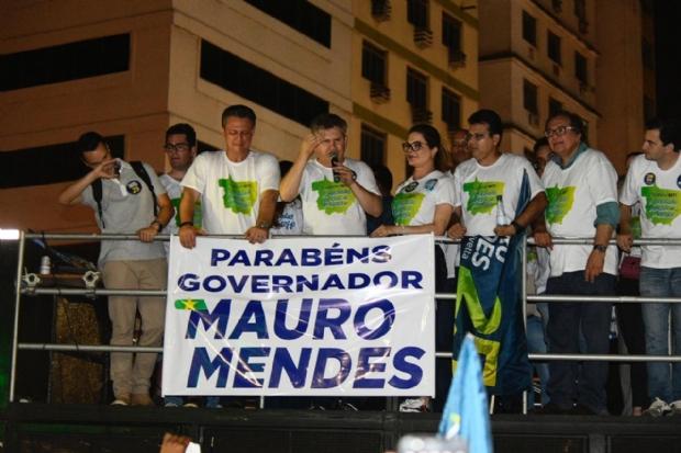 Com discurso e trio elétrico na 'Praça do Choppão', Mauro Mendes encerra festa da vitória; veja como foi