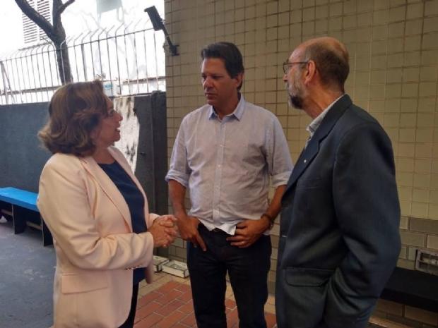 Ao lado de Maria Lucia (PCdoB), Abicalil conversa com Fernando Haddad