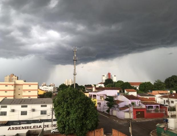 CPTEC emite alerta de tempestades de raios e vendaval em dez municípios de Mato Grosso