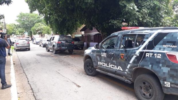 Trio é preso após assaltar motorista da Uber e trocar tiros com PM
