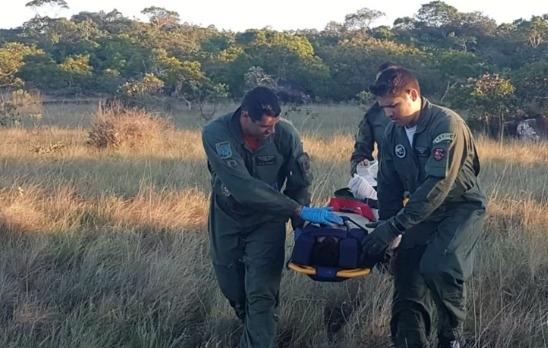 Pilotos acenaram ao ver equipe de resgate da FAB e sinal de emergência ajudou na localização