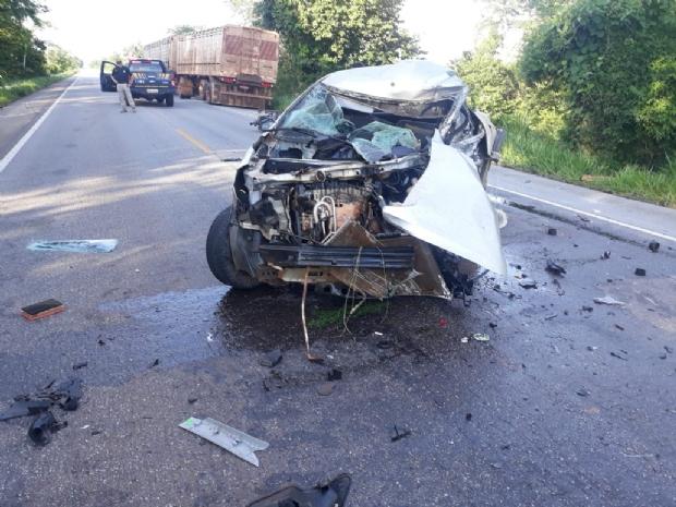 Após colisão frontal, motorista fica preso às ferragens e morre em rodovia federal