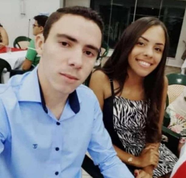 Servidor e namorada de 17 anos morrem em acidente de carro após confraternização na Prefeitura