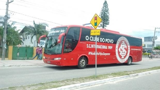 Caravana do Inter chega a Cuiabá com ídolos, taça do Mundial e mascote Saci