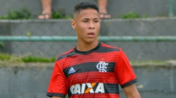 Cuiabano que estava no CT do Flamengo posta mensagem em homenagem às vítimas de incêndio