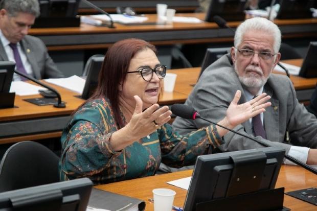 Deputada acusa ministro da Educação de tentar comprar votos de parlamentares mato-grossenses